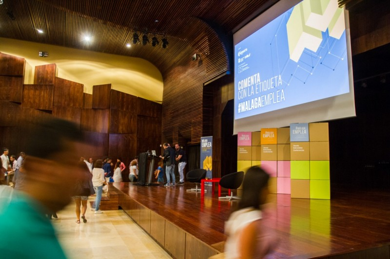 Decoración con cajas de cartón stands Málaga Emplea