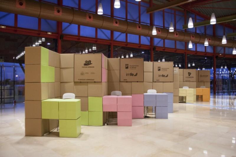 Diseño de Stand cartón para Málaga Emplea con cajas reciclables