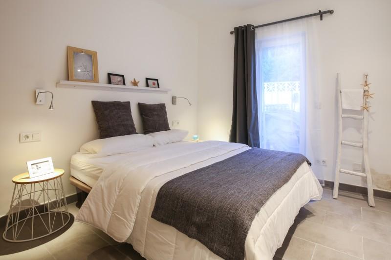 diseño interiores dormitorio matrimonio marbella