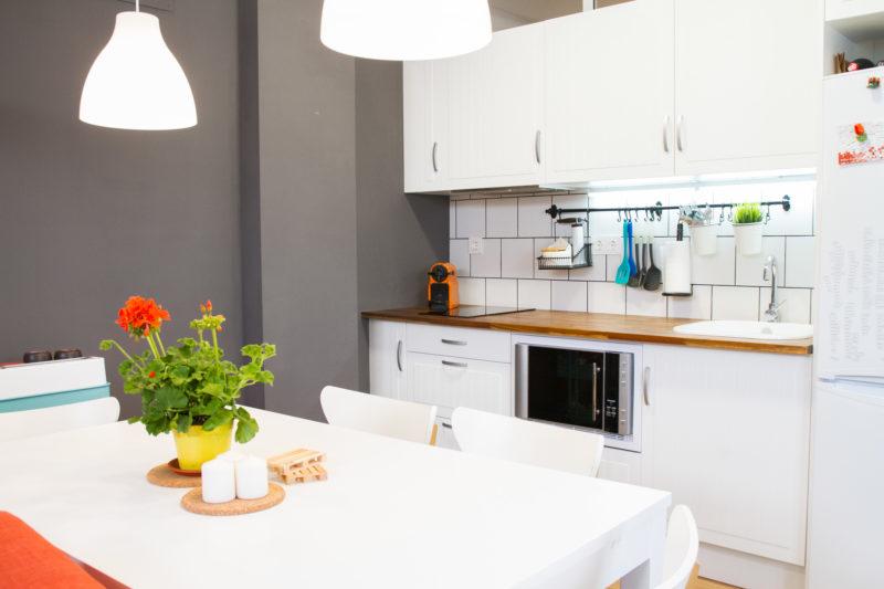 cocina abierta lineal piso pequeño