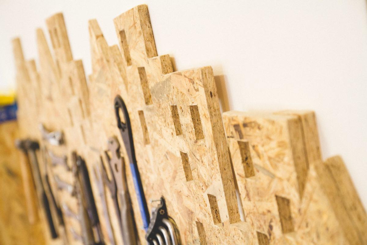 Detalle herramentero madera osb