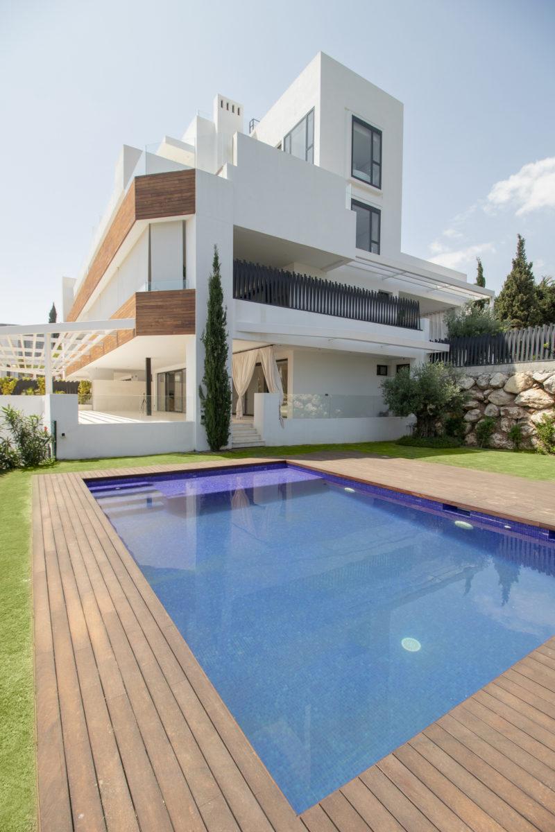 Apartamentos de lujo Señorío Vasari - Fachada y Piscina
