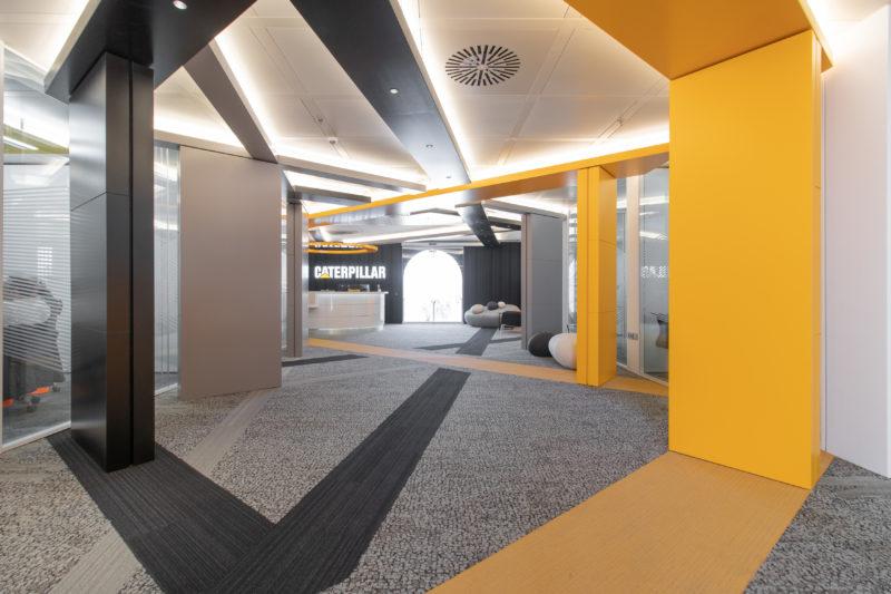 Eje Principal Diseño Interior de Oficinas Caterpillar