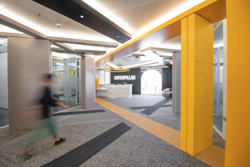 Movimiento Eje Principal Diseño Interior de Oficinas Caterpillar