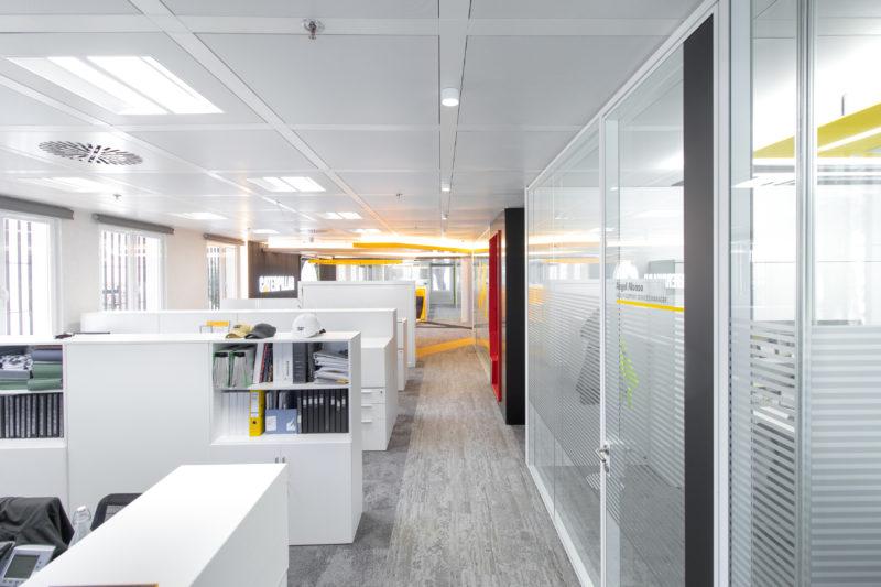Puestos de Trabajo Diseño Interior de Oficinas Caterpillar