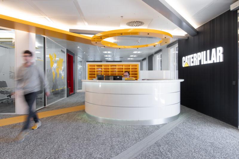 Recepción Movimiento Diseño Interior de Oficinas Caterpillar