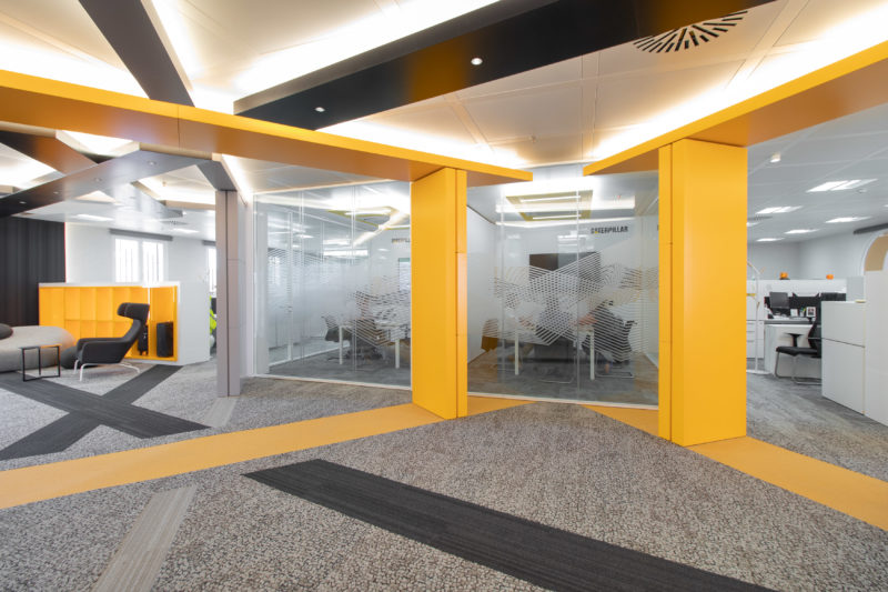Dise o interior de oficinas caterpillar m laga - Diseno de interiores malaga ...