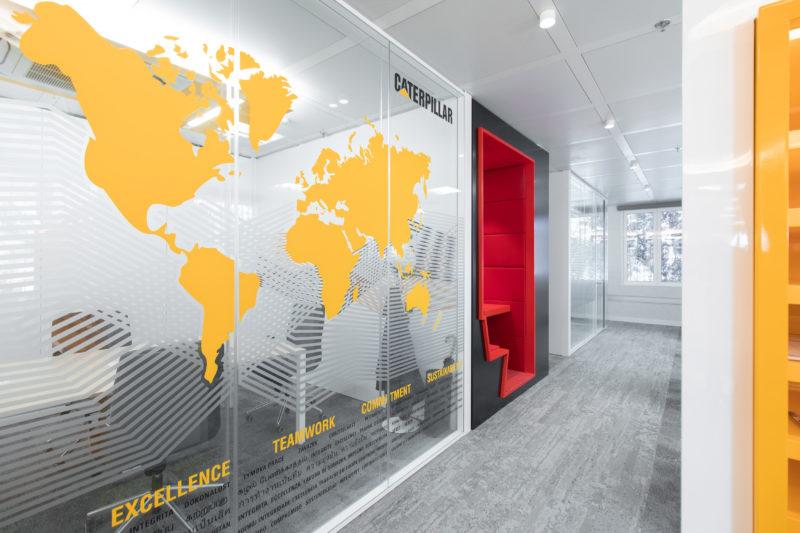 Tematización Despachos Diseño Interior de Oficinas Caterpillar