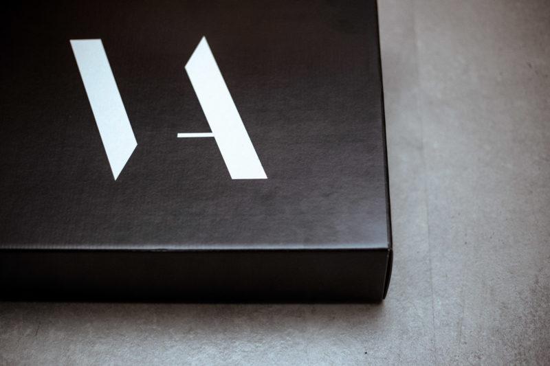 packaging de ropa. Caja de ropa